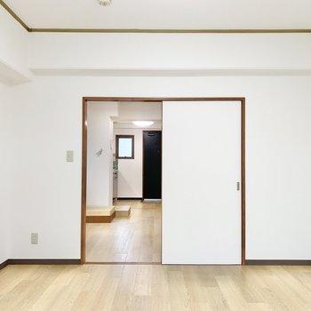 【洋室】奥にDKがあります。