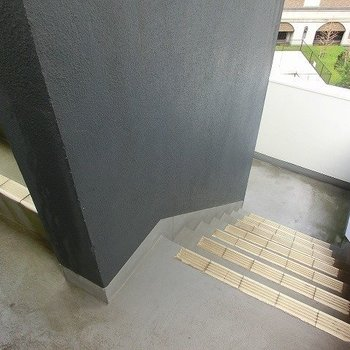 4階までは階段です。※写真は同間取り、別部屋のもの