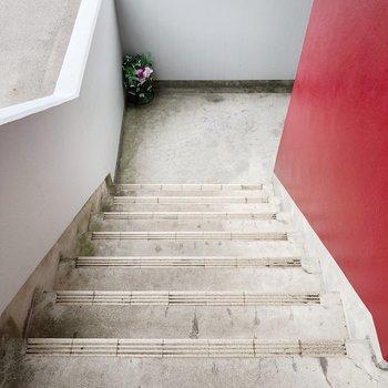 2階までは階段を使いましょう。