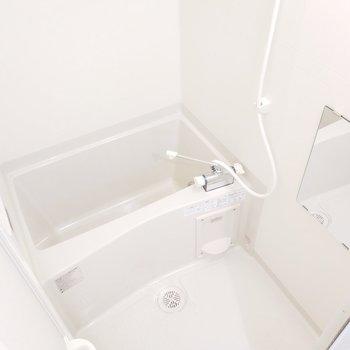 追炊きも浴室乾燥機もついています!※写真は2階の同間取り別部屋のものです