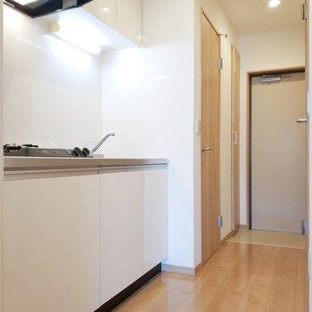 キッチンも見て行きましょう!※写真は2階の同間取り別部屋のものです