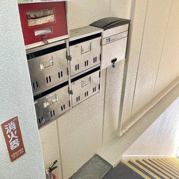 ポストは2階部分にありました。