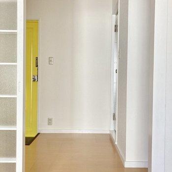 ドアを開けると玄関&水回りスペース!