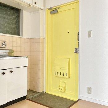 元気をもらえるイエローカラー!ジューズボックスはキッチンの横に置けそうです。