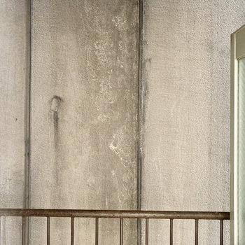 眺望はお隣さんの壁・・・目線は気にならないね!
