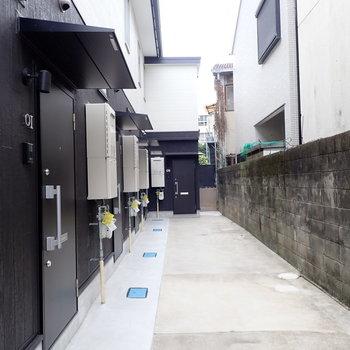 共用部】テラスハウスはぜんぶで5部屋あります。