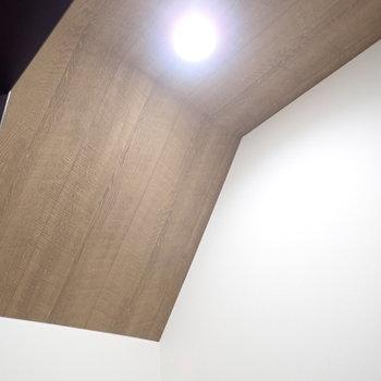 天井にもデザインクロスが!