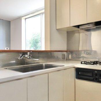 【DK】L字型のキッチンです。