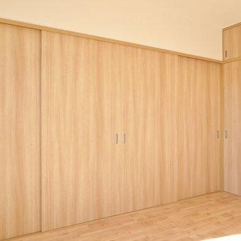 隣の洋室側もピッタリと閉めて、個室として使うこともできるんです。