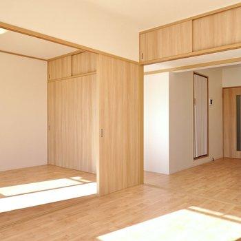 ダイニングと隣の洋室の間は引き戸。開け閉めの自由度が高く、暮らしに合わせて変えられます。
