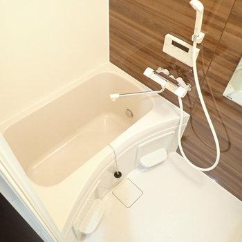 浴室乾燥機&追炊機能つき!※写真は同間取り別部屋のものです。