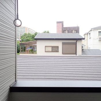 屋根越しの空ですね~。※こちらは実際の写真となります。