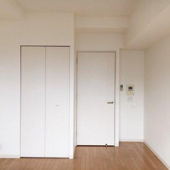 シンプルな空間はアレンジ自由ですね。(※写真は10階の同間取り別部屋のものです)