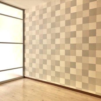 【LDK】扉は半透明になっているので、洋室と光を共用できます。