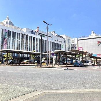 駅前にはスーパーなどが入った商業複合施設があり、日々のお買い物には困らなそうです。