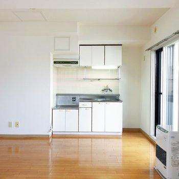 【DK】優しい木目調の家具も合いそうです。