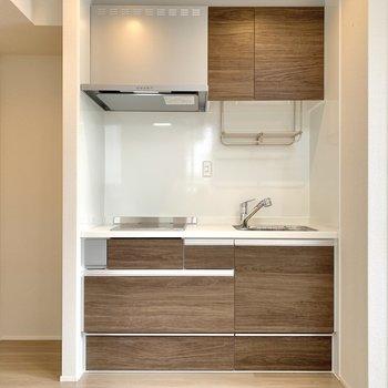 キッチンと、その左側は冷蔵庫置き場。※写真は前回募集時のものです