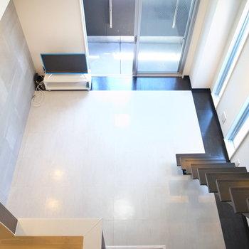 【ロフト】デザイン性のある階段。固定タイプで、お部屋のアクセントにもなってくれてます◎