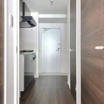 扉を開けてキッチンへ。