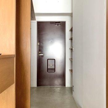 玄関スペースは足元が広くてゆとりがありますね。