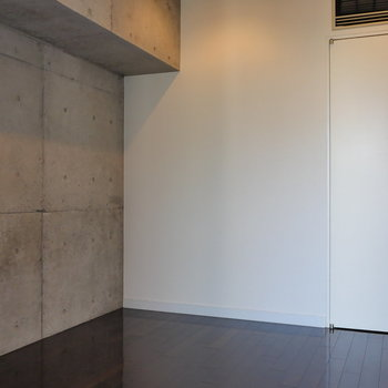 【6帖】窓側から。※写真は8階の同間取り別部屋のものです