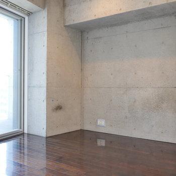 【6帖】こちらはコンクリートの壁。※写真は8階の同間取り別部屋のものです