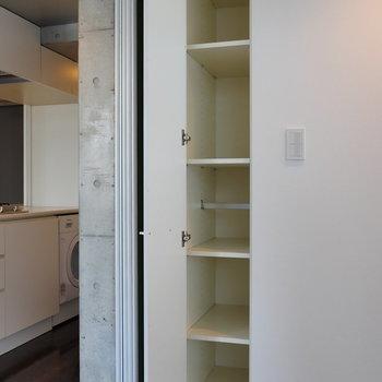 【7.1帖】キッチン裏なので、食器等を収納するのもよさそうですね。※写真は8階の同間取り別部屋のものです
