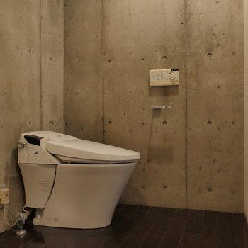 トイレも脱衣所にあります。※写真は8階の同間取り別部屋のものです