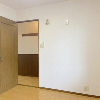 【洋室5帖】寝室にちょうどいい広さです。