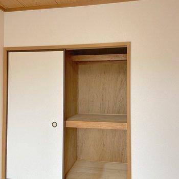 【洋室6帖東側】収納はボックスなど活用するとよさそう。