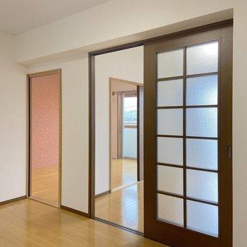 【DK】東側の洋室はリビング的に使ってもいいかも。