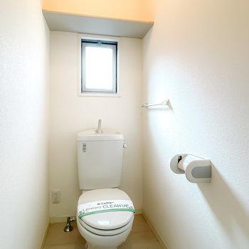 トイレはシンプルですが、ウォシュレットが後付け可能です。