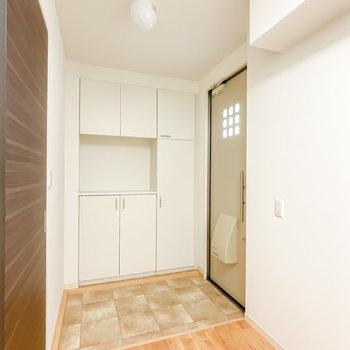 玄関スペースもかなり広々!大きな全身鏡も置けそうです。