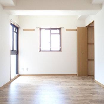 洋室は二面採光だからか、広く感じます。