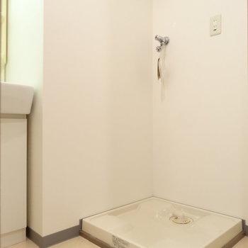 洗濯機置き場は脱衣所に(※写真は9階の反転間取り別部屋のものです)