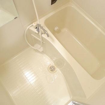 お風呂は追い炊きつき!(※写真は9階の反転間取り別部屋のものです)