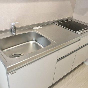 【LDK】IH2口コンロで調理スペースも確保。