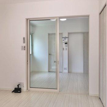 【防音室】LDKとは透明なガラスドアで仕切られています。