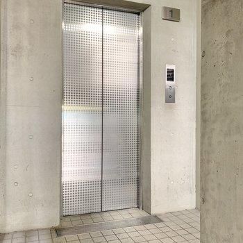 お部屋まではエレベーターで楽ちん。共用部までコンクリ調でした◎