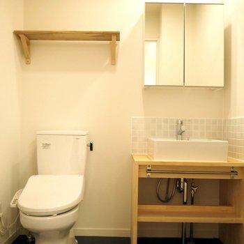 【トイレ】男性用と女性用で1階には2つ、各階にも1つ設置※同間取り3Fの写真