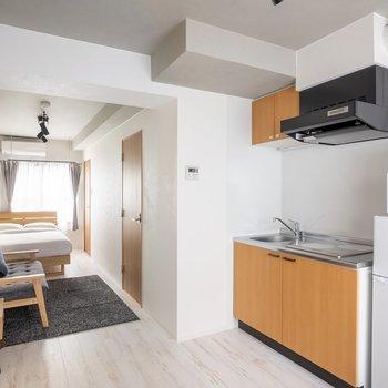 【家具付きプラン】冷蔵庫や電子レンジもご用意。