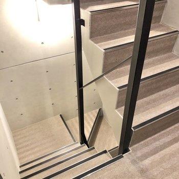 お部屋までは階段になります。