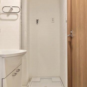 お隣には洗濯機置き場があります。