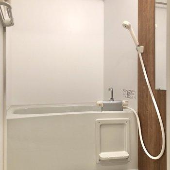 お風呂には雨の日に助かる浴室乾燥機付き。