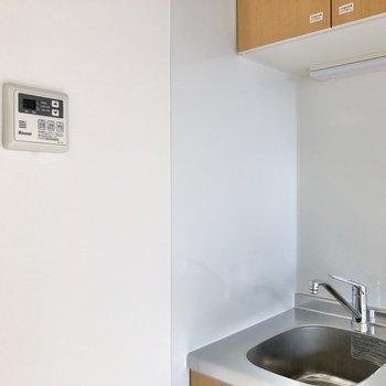 給湯機はキッチンの近くにありました。