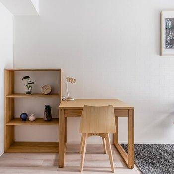【家具付きプラン】棚にはお好みの雑貨などを飾ってみたり。