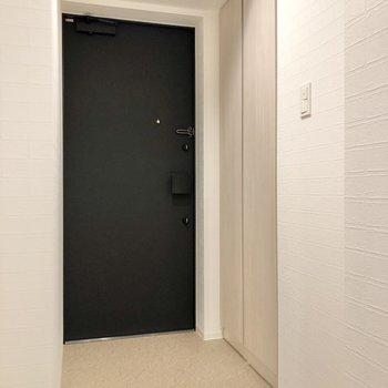 そしてゆったりとした玄関へ。