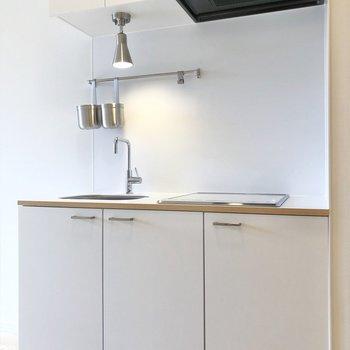 キッチン左横には冷蔵庫を置くことができます。