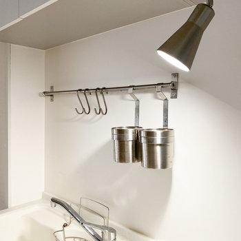 調理器具をかけられるため、キッチンをスッキリとさせることができます