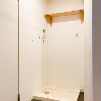 洗剤などは上の棚へ※写真はクリーニング前のものです